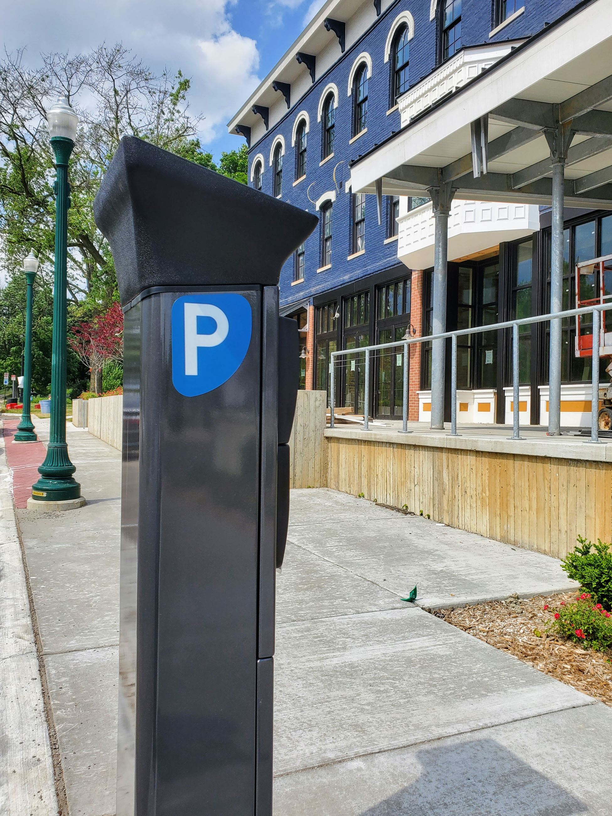 parking kiosk in front of the Thompson Block, 400 N River, June 2020